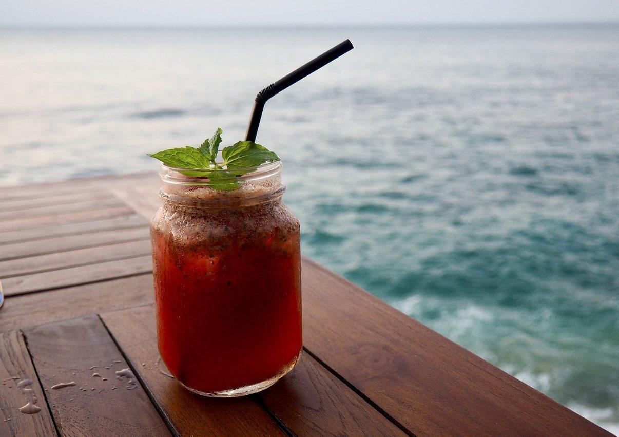 ferie, vacanze e cocktail in riva al mare 2021